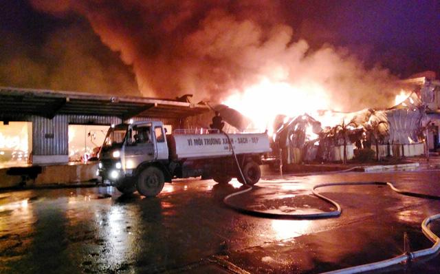Cháy lớn tại khu công nghiệp ở Quảng Ninh: Xe PCCC từ Trung Quốc sang hỗ trợ - Ảnh 2