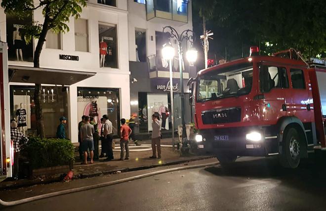 Hà Nội: Cháy nổ kinh hoàng ở cửa hàng quần áo - Ảnh 2