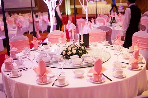 Phó chủ tịch xã bị kỷ luật vì mời quá 300 khách dự tiệc cưới - Ảnh 1