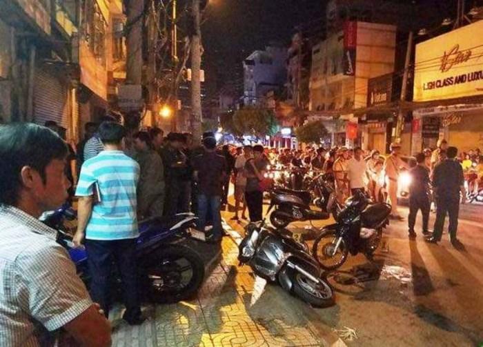 """Hiện trường vụ 2 """"hiệp sĩ"""" ở Sài Gòn bị đâm chết: Cách trụ sở công an phường 20m - Ảnh 1"""