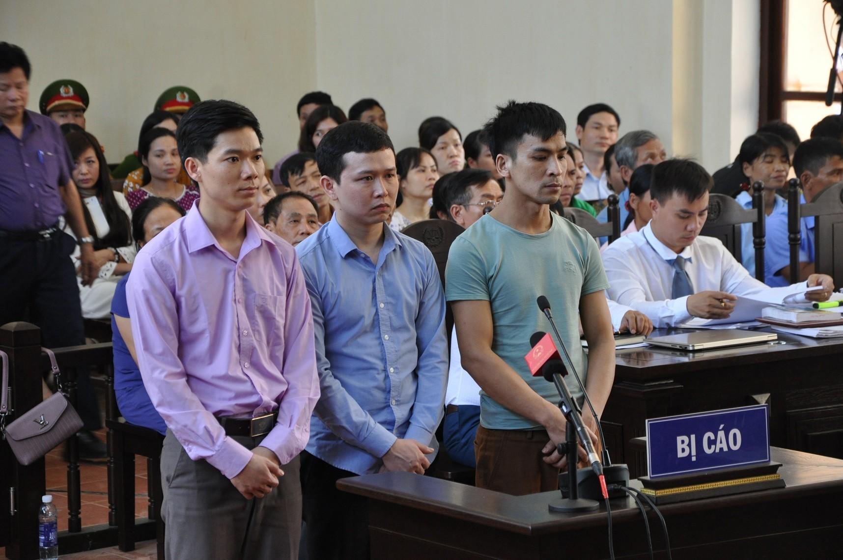Bác sĩ Hoàng Công Lương xúc động khi được người nhà nạn nhân đề nghị tòa tuyên vô tội - Ảnh 1