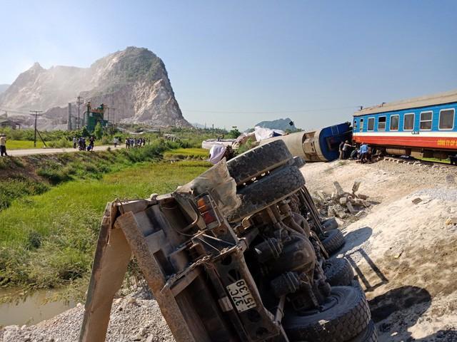 Phó Thủ tướng yêu cầu xử lý nghiêm 4 vụ tai nạn giao thông đường sắt liên tiếp - Ảnh 1