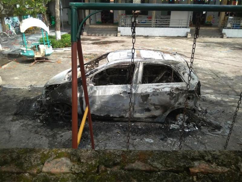 Xe ô tô của sư trụ trì bốc cháy dữ dội trong trường mầm non - Ảnh 1