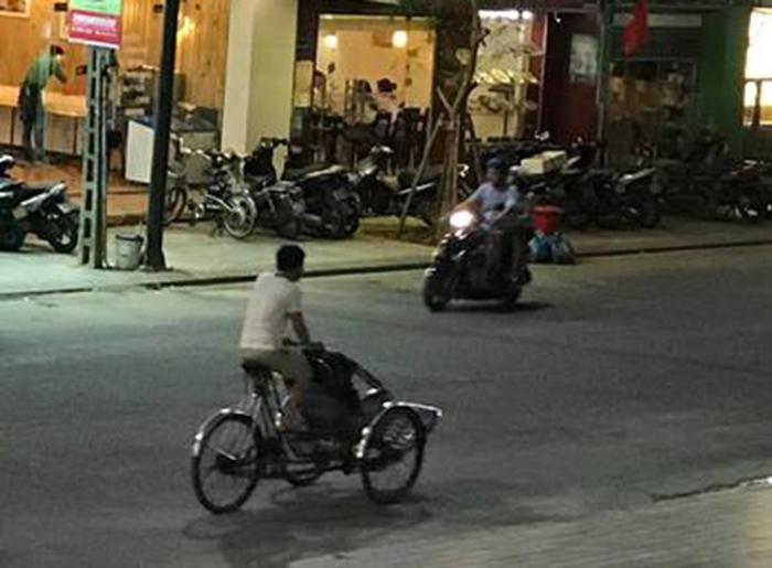 """Lái xe xích lô """"chặt chém"""" du khách, xấu hình ảnh du lịch Việt - Ảnh 1"""