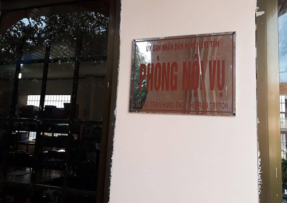 Phó trưởng Phòng Nội vụ huyện mất chức vì tự đưa mình vào biên chế - Ảnh 1