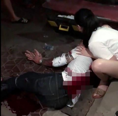 """Truy bắt 2 """"sát thủ"""" bịt mặt, chém người trọng thương ở chợ Rồng Nam Định - Ảnh 1"""