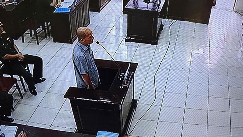 """Cựu Thượng tá Đinh Ngọc Hệ (tức Út """"trọc"""") khai nhờ anh em xã hội mua bằng giả - Ảnh 1"""