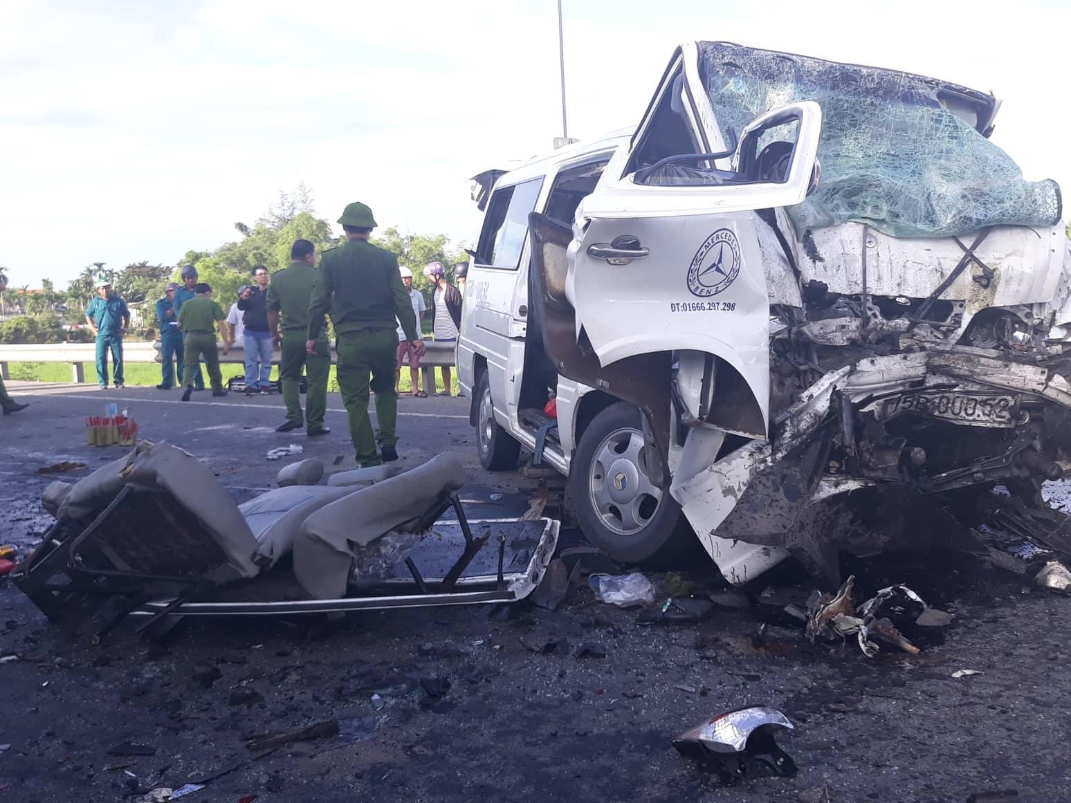 Vụ tai nạn 13 người chết ở Quảng Nam: Tiếng khóc xé lòng tại hiện trường - Ảnh 3