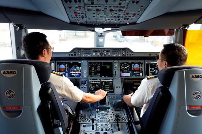 Bộ Giao thông yêu cầu Vietnam Airlines giải trình về lùm xùm đào tạo phi công - Ảnh 1