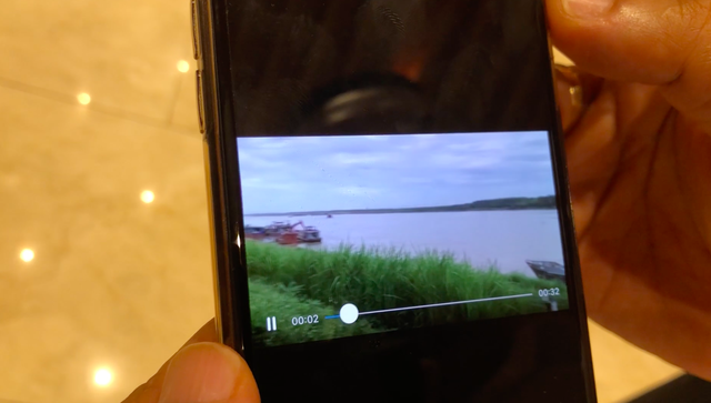 Chủ tịch Hà Nội yêu cầu xác minh tàu cảnh sát trong clip cát tặc lộng hành - Ảnh 1