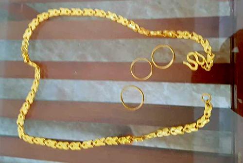 Tiểu thương nhặt được 1,3 cây vàng ở giữa chợ - Ảnh 1