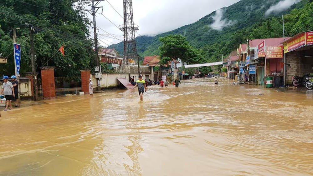 Mưa lũ ở Nghệ An: Hàng chục ngôi nhà bị cuốn trôi, 2 người thiệt mạng - Ảnh 1