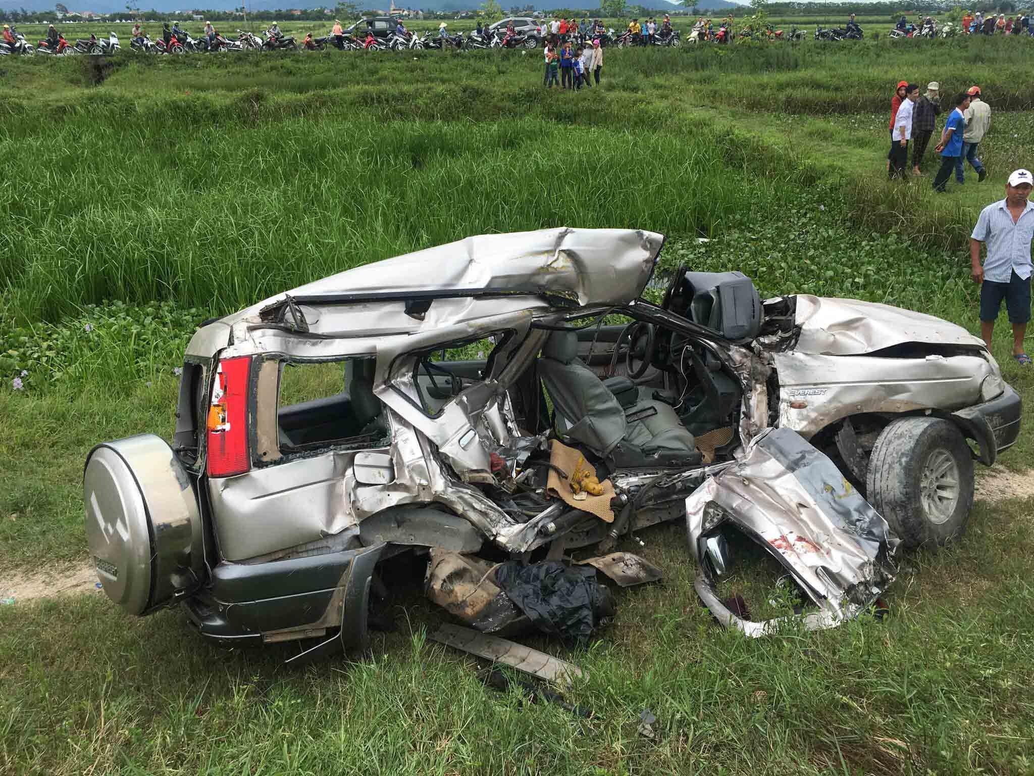 Tin tai nạn giao thông mới nhất ngày 26/8/2018: Tàu hỏa đâm xe ô tô, 2 người tử vong - Ảnh 1