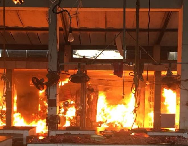 Khởi tố vụ án cháy chợ Sóc Sơn gây thiệt hại 47 tỷ đồng - Ảnh 1