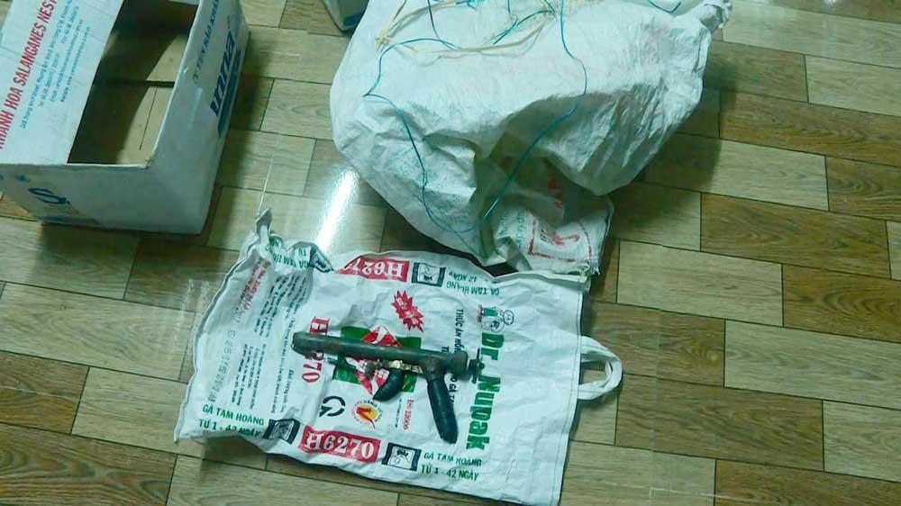 Lời khai của nghi phạm vụ cướp ngân hàng ở Khánh Hòa: Chế tạo 11 khẩu súng để đi cướp - Ảnh 1