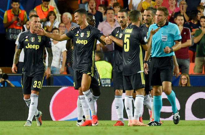 Kết quả thi đấu Champions League rạng sáng 20/9: Ronaldo nhận thẻ đỏ, Juventus vẫn giành chiến thắng trước Valencia - Ảnh 2