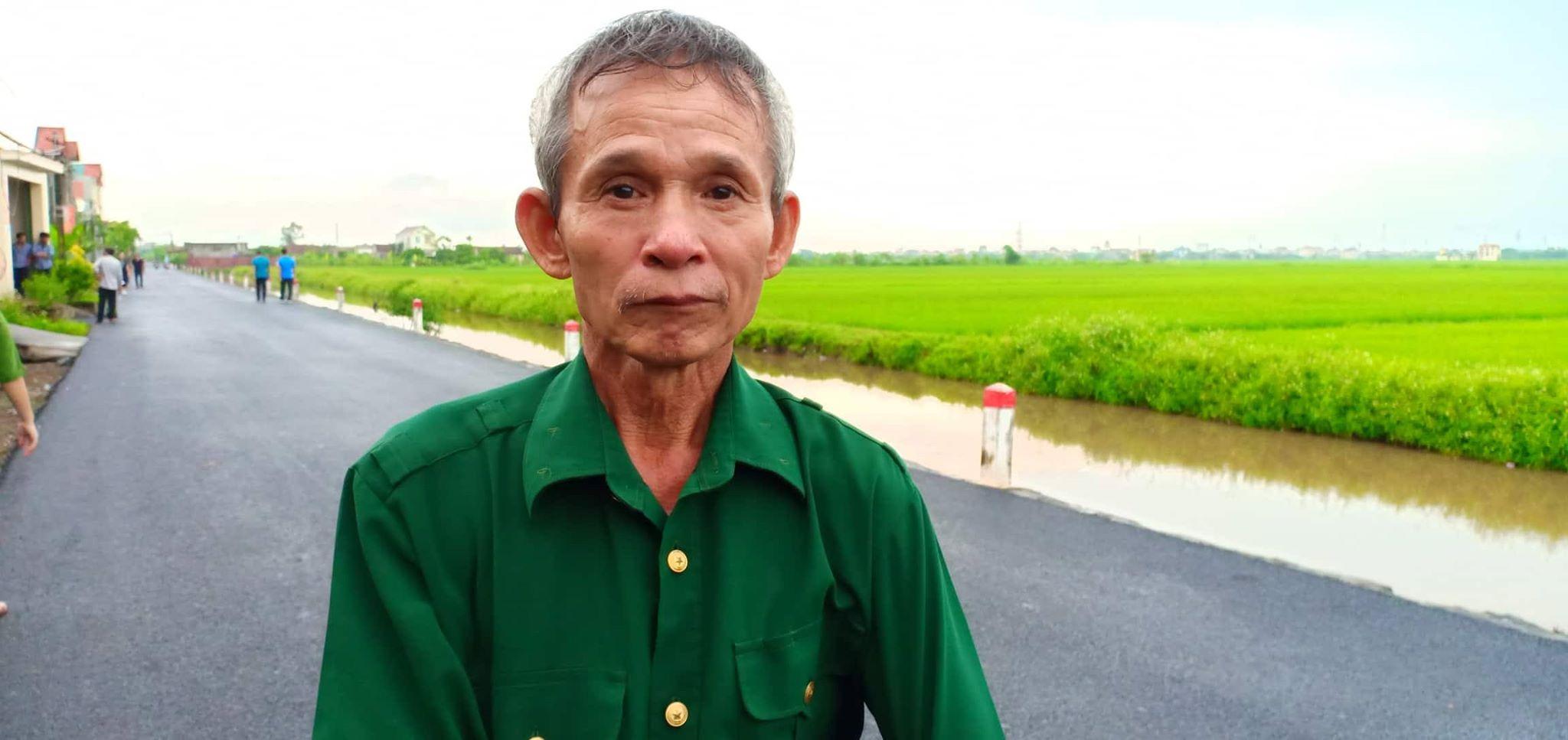 Người dân Ninh Bình ôm di ảnh Chủ tịch nước Trần Đại Quang chờ đón linh cữu - Ảnh 4