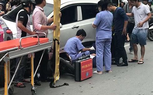 """Hà Nội: Xe """"điên"""" đâm hàng loạt xe máy, 3 người bị thương - Ảnh 2"""
