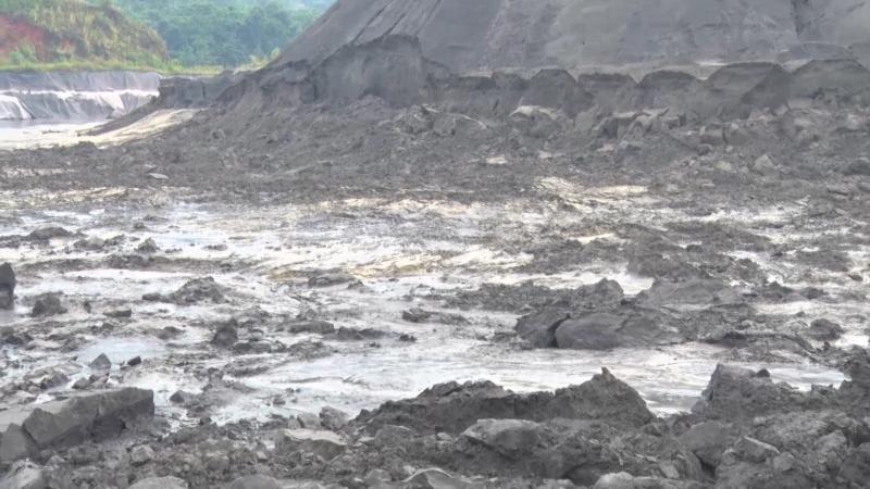 """Vụ vỡ đập chứa, 45.000 m3 bùn thải tràn vào nhà dân: """"Sự cố rất nghiêm trọng"""" - Ảnh 2"""