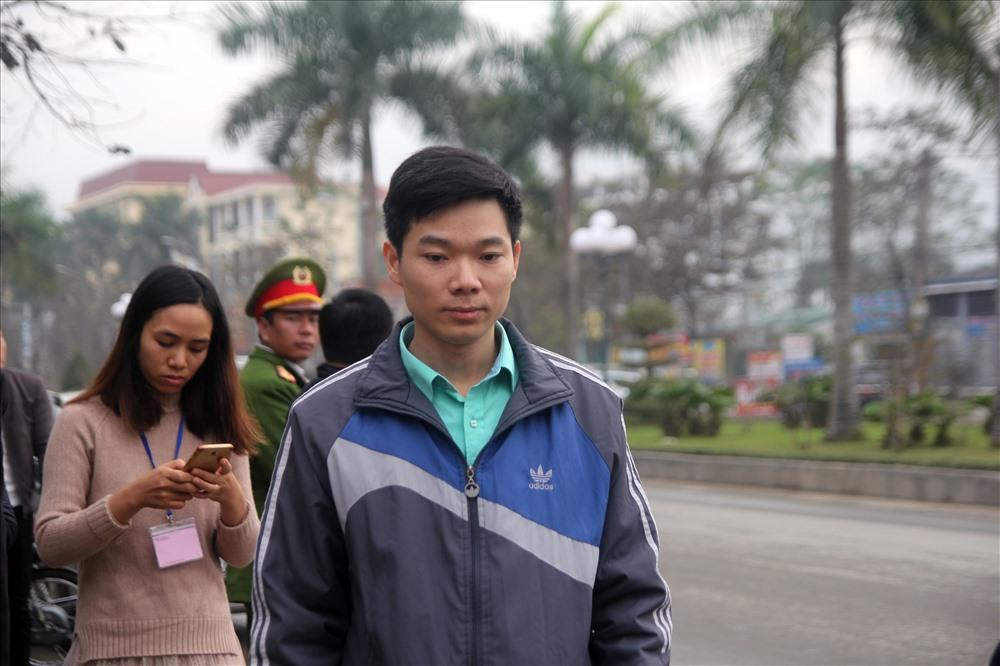 Bác sĩ Hoàng Công Lương đến tòa, tiết lộ nguyên nhân bị bệnh trầm cảm - Ảnh 3