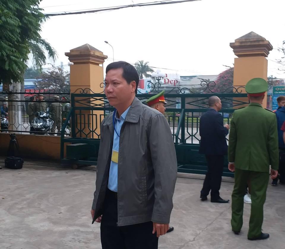 Bác sĩ Hoàng Công Lương đến tòa, tiết lộ nguyên nhân bị bệnh trầm cảm - Ảnh 2