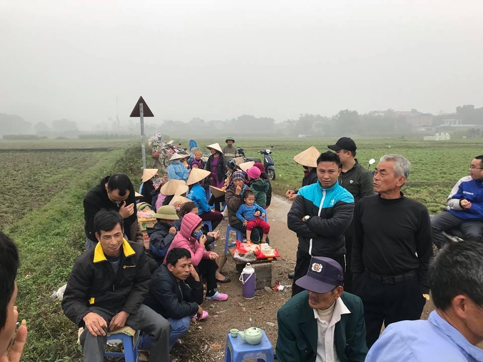 Vụ người dân chặn xe vào bãi rác Nam Sơn: Chủ tịch Hà Nội lên tiếng - Ảnh 1
