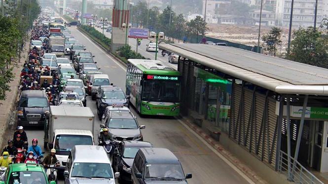 """Bảo vệ xe buýt nhanh BRT: Hà Nội liệu có """"cố đấm ăn xôi""""?! - Ảnh 1"""