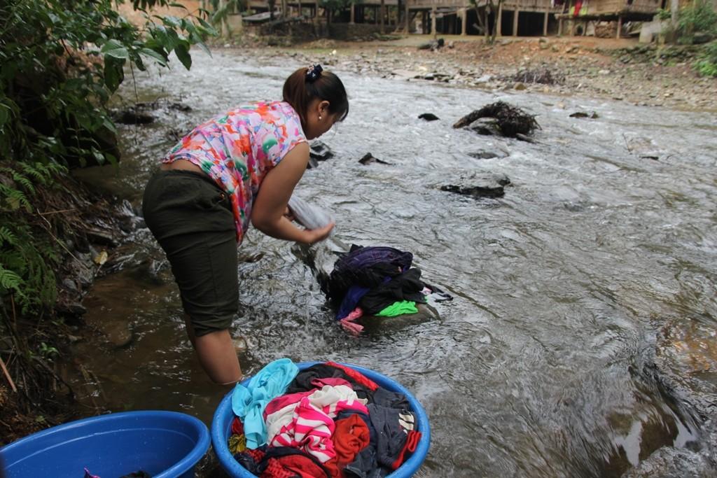 Xót xa nguyên nhân khiến nhiều phụ nữ ở miền Tây xứ Nghệ vượt biên sang Trung Quốc bán bào thai - Ảnh 1