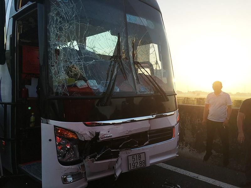2 vụ tai nạn liên tiếp trên cao tốc Trung Lương, hàng ngàn phương tiện ùn ứ kéo dài - Ảnh 2