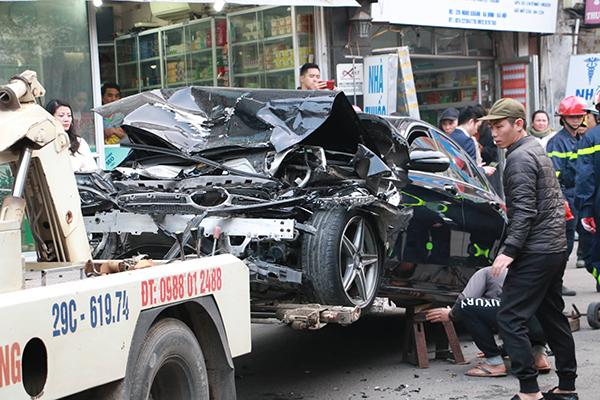 """Xe Ford Escape """"điên"""" gây tai nạn kinh hoàng trên phố Hà Nội, 1 phụ nữ tử vong - Ảnh 1"""