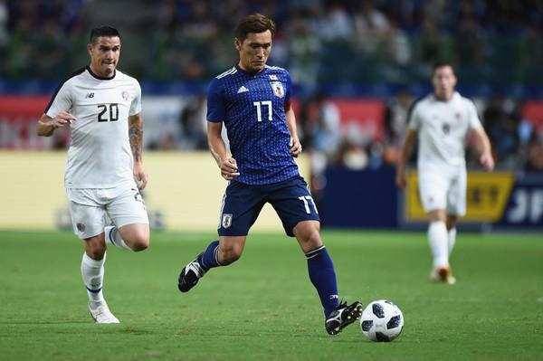 """Thầy trò HLV Park Hang-seo nhận """"tin vui"""": Nhật Bản mất tiền đạo 250 tỷ đồng, tiền vệ Toshihiro Aoyama - Ảnh 1"""