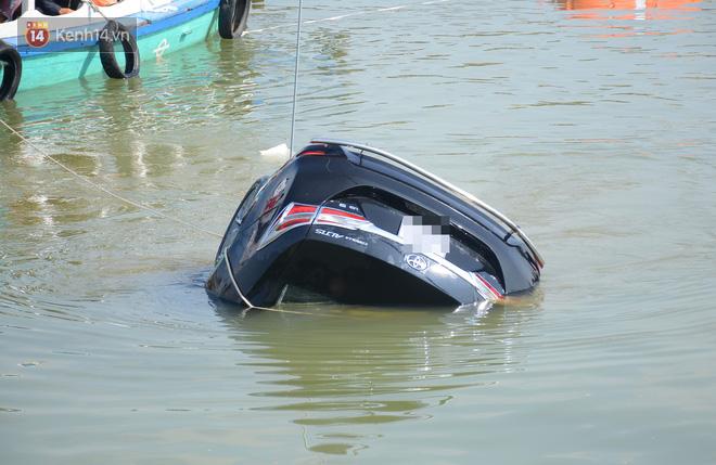 Vụ ô tô lao xuống sông Hoài, 3 người chết: Nhói lòng hình ảnh thi thể bé trai 6 tuổi kẹt trong xe - Ảnh 5