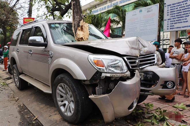 Tin tai nạn giao thông mới nhất ngày 27/1/2019: Bé trai 3 tuổi bị Ford Everest đâm chết khi đứng trên vỉa hè - Ảnh 1