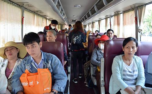 Hàng trăm khách mua vé tàu ở Sài Gòn phải lên tàu ở Bình Thuận - Ảnh 2