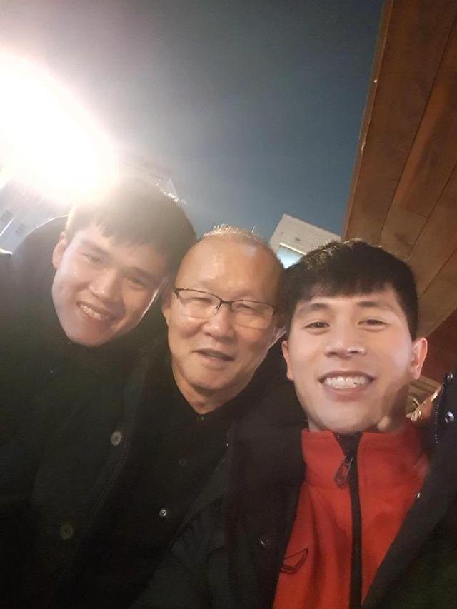 """HLV Park Hang-seo thăm """"trò cưng"""" Đình Trọng ở Hàn Quốc - Ảnh 2"""
