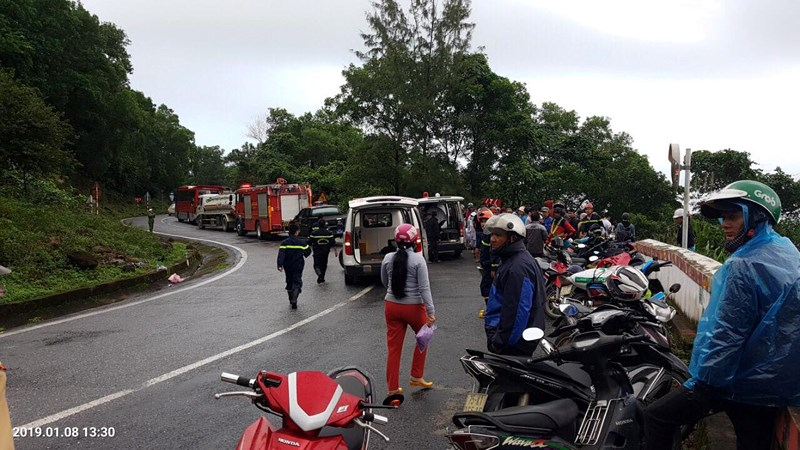 Xe khách lao xuống vực sâu ở đèo Hải Vân, 21 người gặp nạn - Ảnh 2