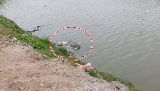 Điều tra vụ thi thể bị trói 2 tay, đầu bịt túi nylon phân hủy trên sông - Ảnh 1