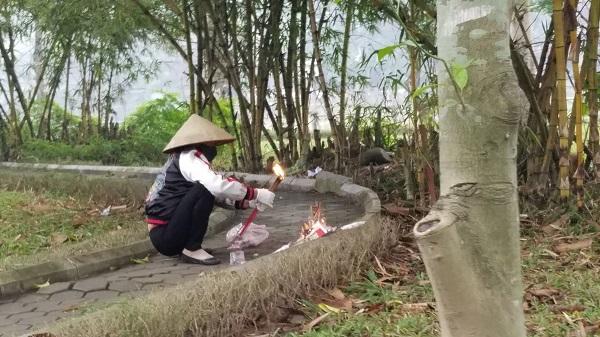 Danh tính thi thể phụ nữ trẻ bán khỏa thân ở vườn hoa Hà Đông - Ảnh 1