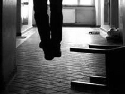 Nghi phạm giết người dùng khăn tắm treo cổ tại trại tạm giam - Ảnh 1