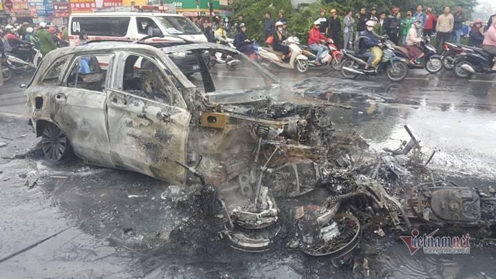 Hà Nội: Mercedes GLC 250 bốc cháy dữ dội, 1 người chết - Ảnh 4