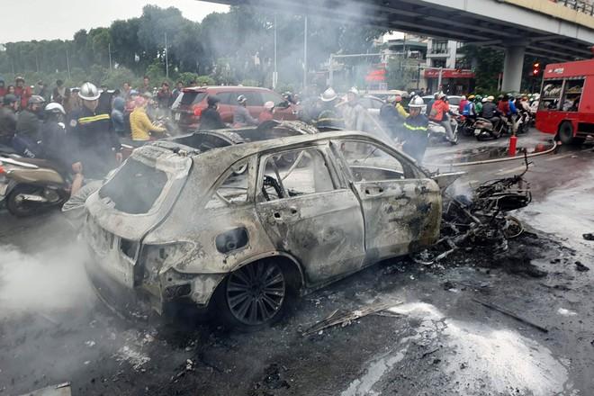 Vụ Mercedes gây tai nạn kinh hoàng, 1 người chết ở Hà Nội: Nữ tài xế ra trình diện - Ảnh 2