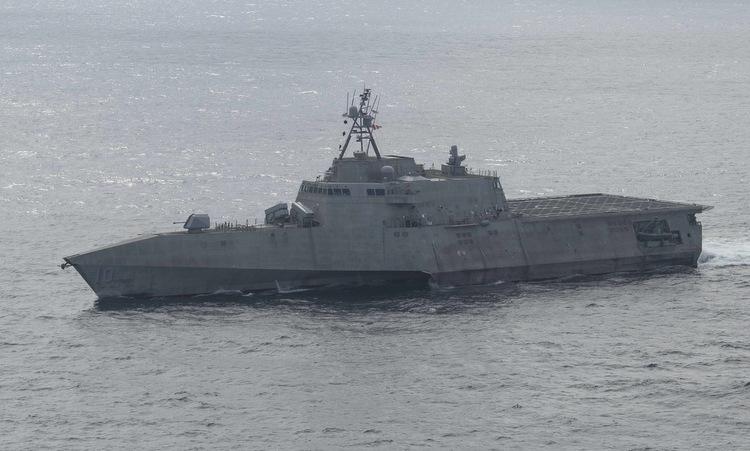 Tàu chiến Mỹ áp sát Đá Vành Khăn - Ảnh 1