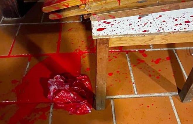 """Chủ nhà hàng ở Hội An tố bị người lạ mặt """"khủng bố"""" bằng mắm tôm, sơn - Ảnh 1"""