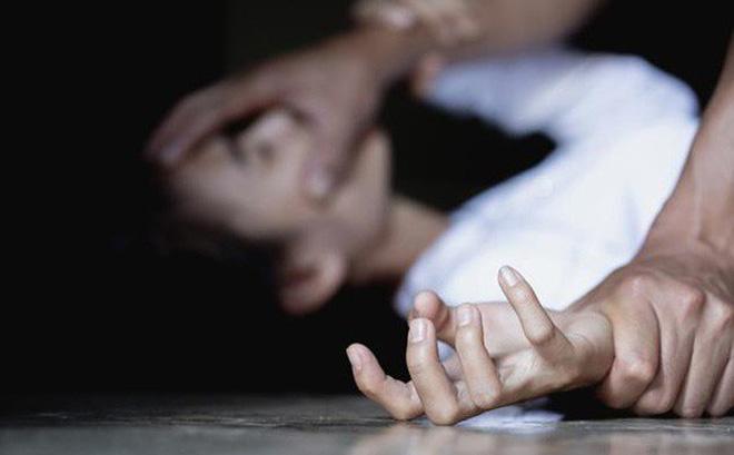 Truy tố thanh niên 9X hiếp dâm nữ sinh cấp 2 đến nhập viện rồi gọi cho mẹ nạn nhân - Ảnh 1