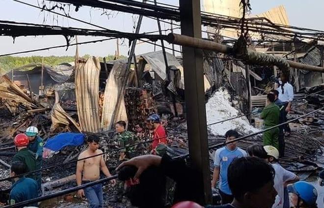 12 căn nhà bị thiêu rụi lúc rạng sáng, bé gái 14 tuổi tử vong thương tâm - Ảnh 2