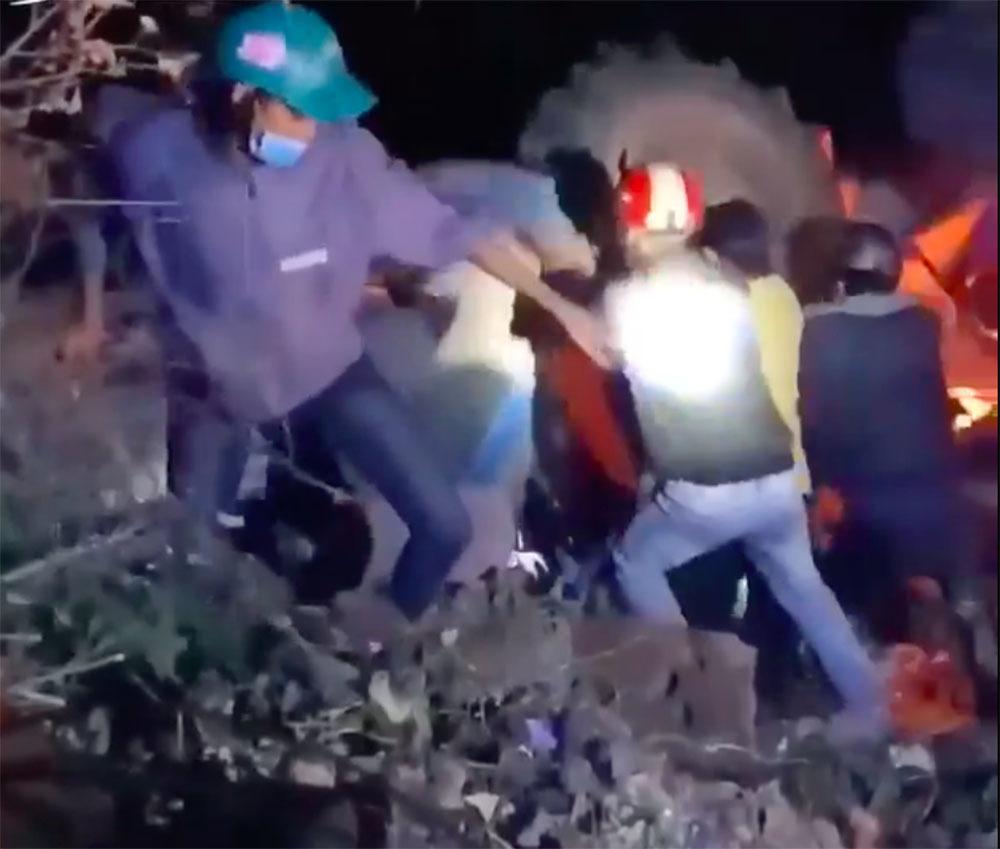 """Lái xe máy cày đi """"bão"""" mừng U22 Việt Nam chiến thắng, 1 người tử vong - Ảnh 1"""