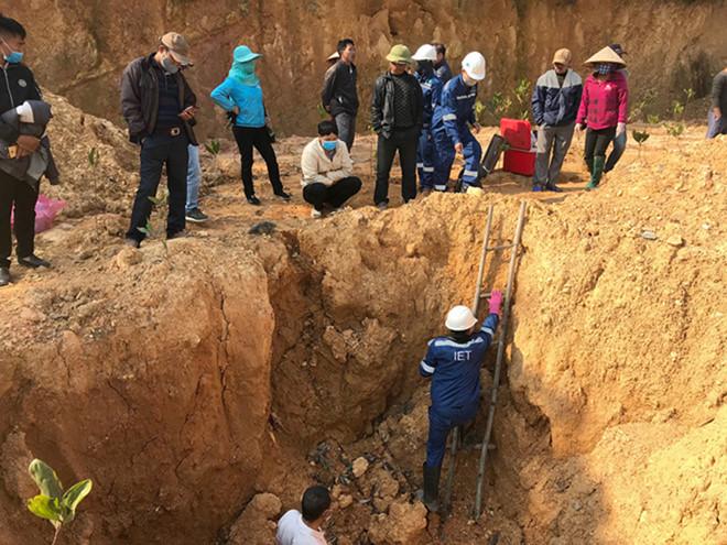 Vụ hóa chất chôn trái phép ở Sóc Sơn: Chủ tịch Hà Nội yêu cầu công an vào cuộc - Ảnh 1