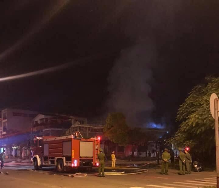 Khung cảnh tan hoang tại hiện trường vụ cháy nhà hàng 4 người chết ở Vĩnh Phúc - Ảnh 1