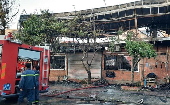 Khung cảnh tan hoang tại hiện trường vụ cháy nhà hàng 4 người chết ở Vĩnh Phúc - Ảnh 3