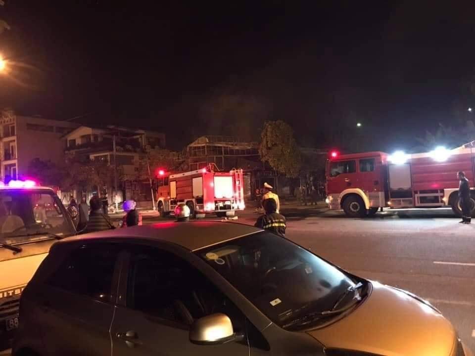 Khung cảnh tan hoang tại hiện trường vụ cháy nhà hàng 4 người chết ở Vĩnh Phúc - Ảnh 2
